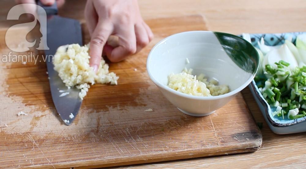 trứng gà non cháy tỏi